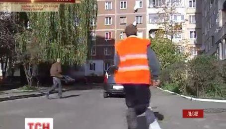 Во Львове дворник самостоятельно задержал вора, который влез в чужую квартиру