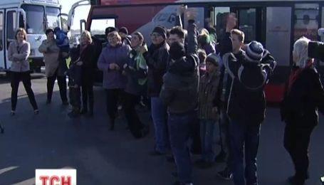 Детям с ограниченными возможностями провели экскурсию на украинском аэродроме