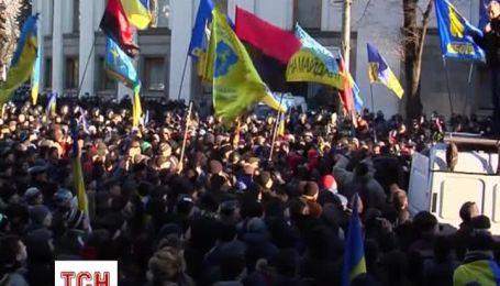 Участники Евромайдана пикетируют здание ВР