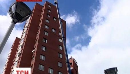 Житель Днепропетровска устроил бассейн на балконе 15 этажа