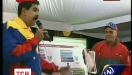 Лицо покойного президента Венесуэлы проявилось в тоннеле метро