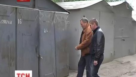 Сотрудница прокуратуры незаконно заняла чужой гараж