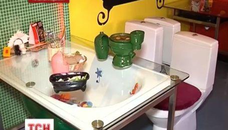 У Хмельницьку в ресторані пропонують поїсти у вбиральні