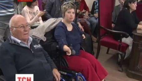 Две сотни испанцев собираются судиться с производителем лекарств, через которые родились инвалидами