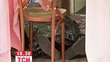 У кафе у центрі Києві помер чоловік