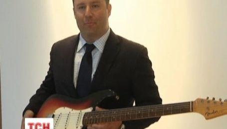 На аукционе Кирсти в Нью-Йорке выставили гитару Боба Дилана