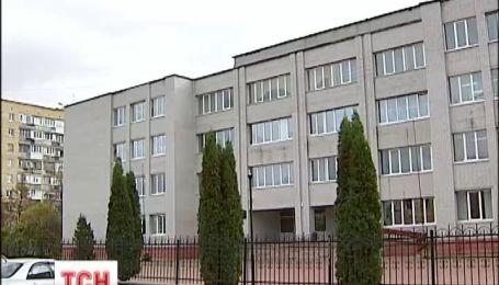 В Боярке, под Киевом, из кабинета директора школы украли почти 40 тысяч долларов