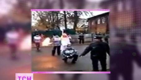Олимпийской огонь взорвался в руках 13-летней девушки