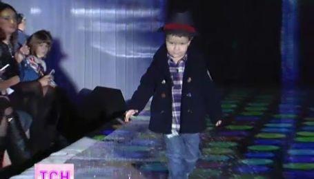 Звездные дети вместе с родителями приняли участие в модном новогоднем показе