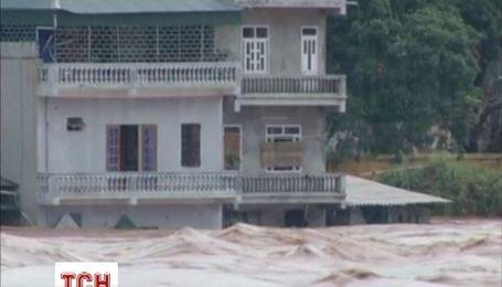 """Смертоносний тайфун """"Хайян"""" накрив В'єтнам"""