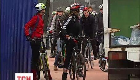 Велосипедисты Киева вышли на оборону велодорожки