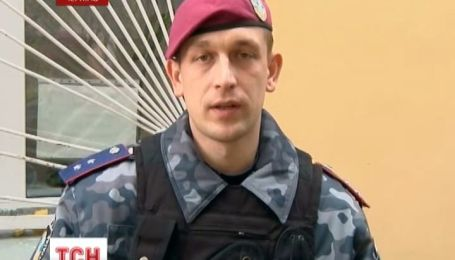 "В Чернигове в супермаркете сотрудники ""Беркута"" задержали пьяного мужчину с гранатой"