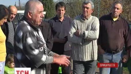 У селі на Прикарпатті вже третій рік живуть без води