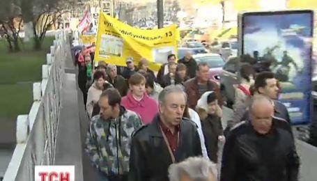 По центру Киева прошлись около двух сотен обманутых людей