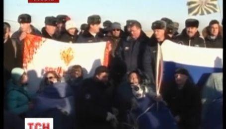 """""""Союз"""" повернувся на Землю з космонавтами та олімпійським факелом"""