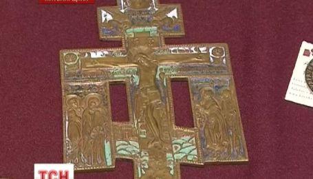 Раритетные украшения и золотые монеты изъяла у контрабандистов СБУ