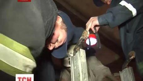 Спасатели нашли тело двухлетнего мальчика, который упал во львовскую канализацию