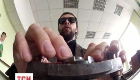 ТСН.Тиждень провел эксперимент, как живется в Украине слепым людям