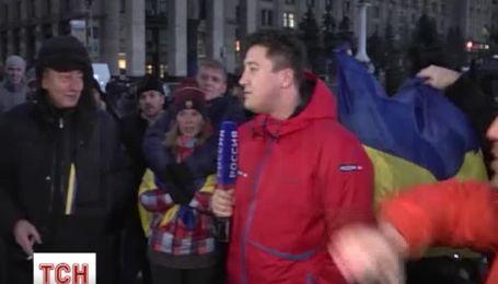 """На Євромайдані російському журналісту довелось працювати під крики """"Кажи правду!"""""""