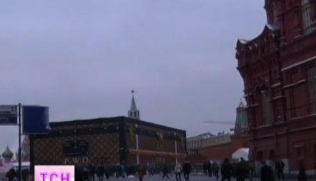 "Павильон ""Луи Виттон"", расположенный посреди Красной площади, не может найти хозяина"