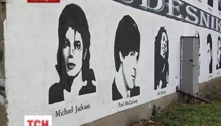 На Луганщине уличный художник нарисовал целую портретную галерею