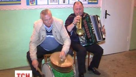 На Вінничині ціле село грає та співає кожного дня