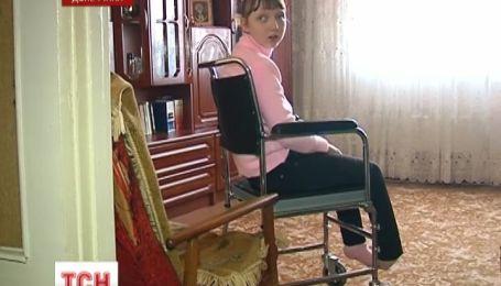 Азаров не виконав своєї обіцянки, яку дав хворій на ДЦП дівчинці