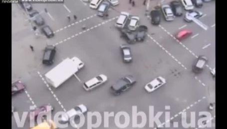 Лихач повредил пять машин
