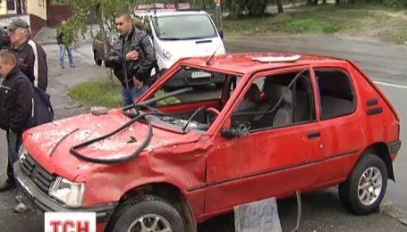 В Киеве мужчина в собственном гараже подорвался в автомобиле