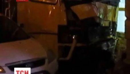 В центре Львова маршрутка сбила девушку насмерть