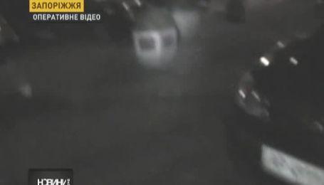 Жінка збила свою подругу, намагаючись припаркуватись