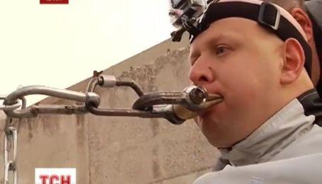 Львів'янин Олег Скавиш потягнув щелепами тисячотонний плавкран