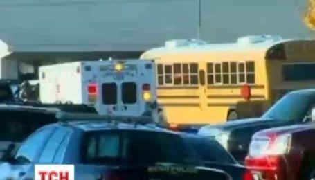 В средней школе в штате Невада неизвестный стрелок тяжело ранил детей