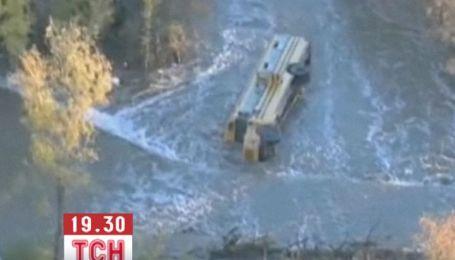 У Канзасі шкільний автобус з дітьми впав у річку