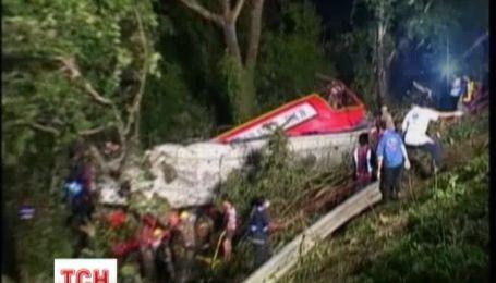 У аварії в Таїланді загинула 21 людина