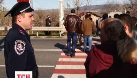 Ялтинську трасу перекрили кримські татари