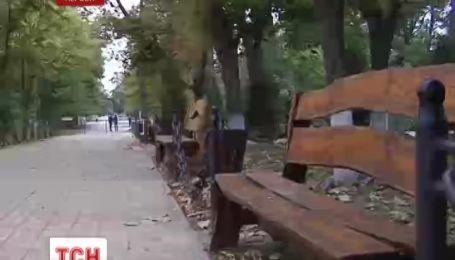 В Херсонском сквере под колесами авто ночью погиб мужчина