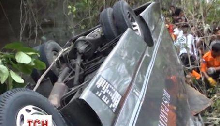 На Бали разбился автобус с туристами