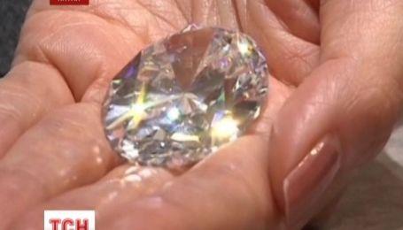 Найбільший у світі безколірний діамант пішов з молотка у Гонкогу