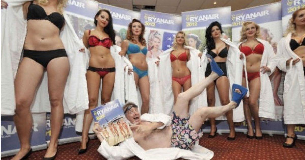 styuardessi-v-trusikah-foto