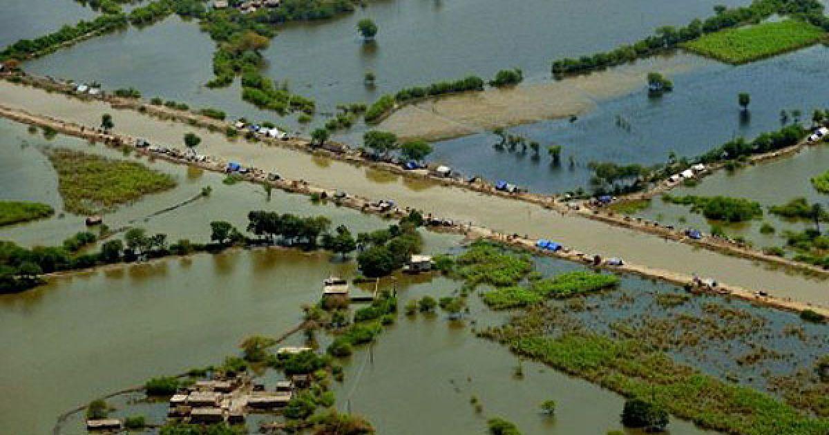 Пакистан, Бадін. Місто, затоплене в результаті однією з найгірших в історії країни повеней, яку спричинили мусонні дощі. @ AFP