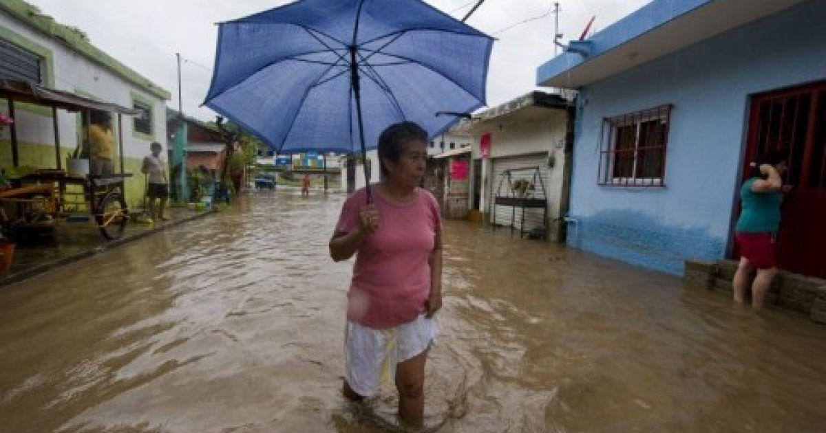 """Над Мексикою пронісся ураган """"Джові"""". @ AFP"""