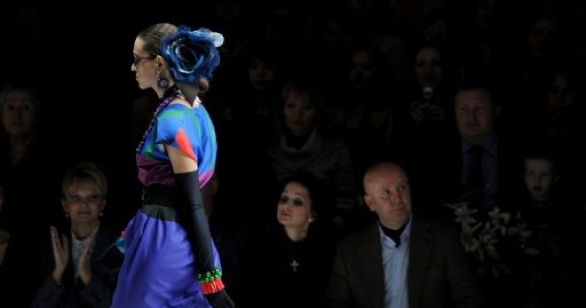 13a7e1c93e55 Юбилейную Mercedes-Benz Fashion Week Russia в Москве открыл показ Славы  Зайцева.   AFP Полноэкранный режим