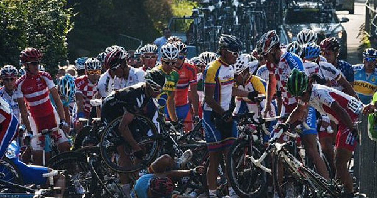 """Данія, Копенгаген. Зіткнення між велосипедистами сталося під час проведення велогонки """"Men Elite Road Race"""" у Копенгагені, де проходить чемпіонат світу з велоспорту. @ AFP"""
