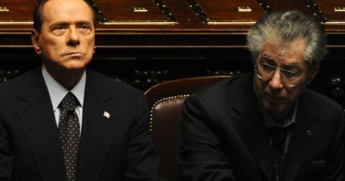 Італія, Рим. Прем'єр-міністр Італії Сільвіо Берлусконі та лідер Північної ліги Умберто Боссі готуються до голосування державного бюджету Італії в парламенті. Партнер Берлусконі, Умберто Боссі, закликав до його піти у відставку. @ AFP
