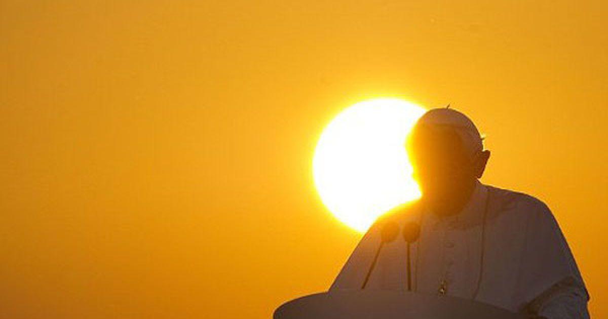 Німеччина, Лар. Папа Римський Бенедикт XVI під час прощальної промови в аеропорту міста Лар. Понтифік завершив свій перший державний візит до Німеччини, звідки він родом. @ AFP