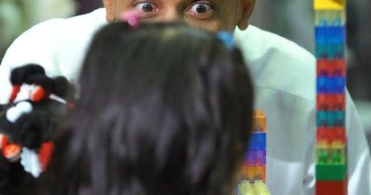 США, Єадон. Президент США Барак Обама розповідає учням казку під час візиту до регіонального центру Head Start у штаті Пенсільванія. @ AFP