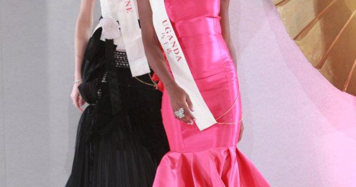 На задньому плані - українська красуня Ярослава Куряча @ facebook.com/MissWorld