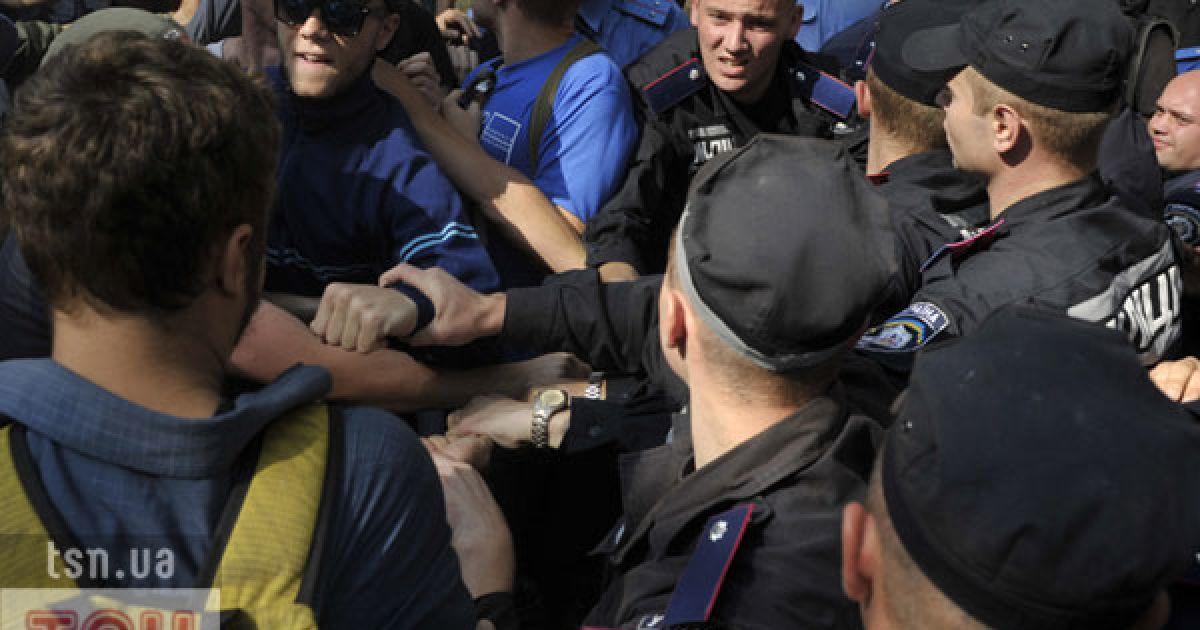 На сотню студентів кинули батальйон спецназівців. @ ТСН.ua