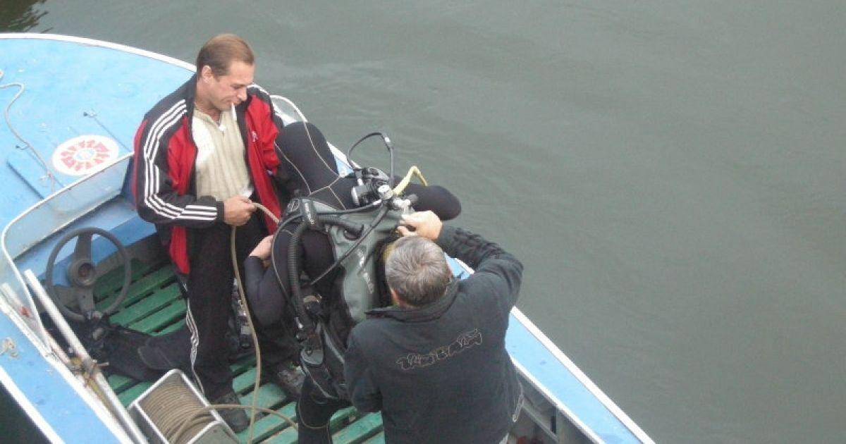 Водолазу дістають тіло дитини @ novosti-n.mk.ua